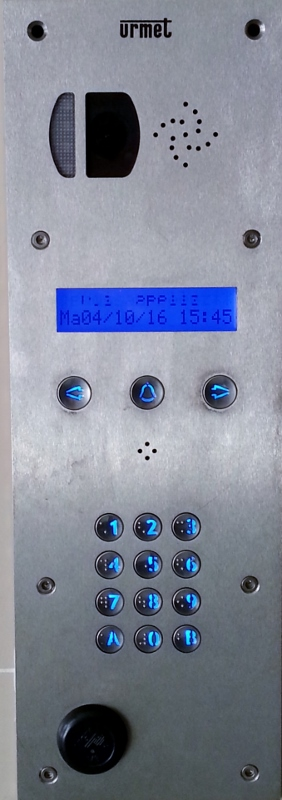 Platine interphone vidéo à défilement URMET avec antenne VIGIK